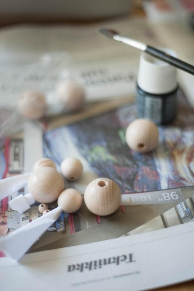 Käsittelemättömät puuhelmet on helppo maalata halutun värisiksi