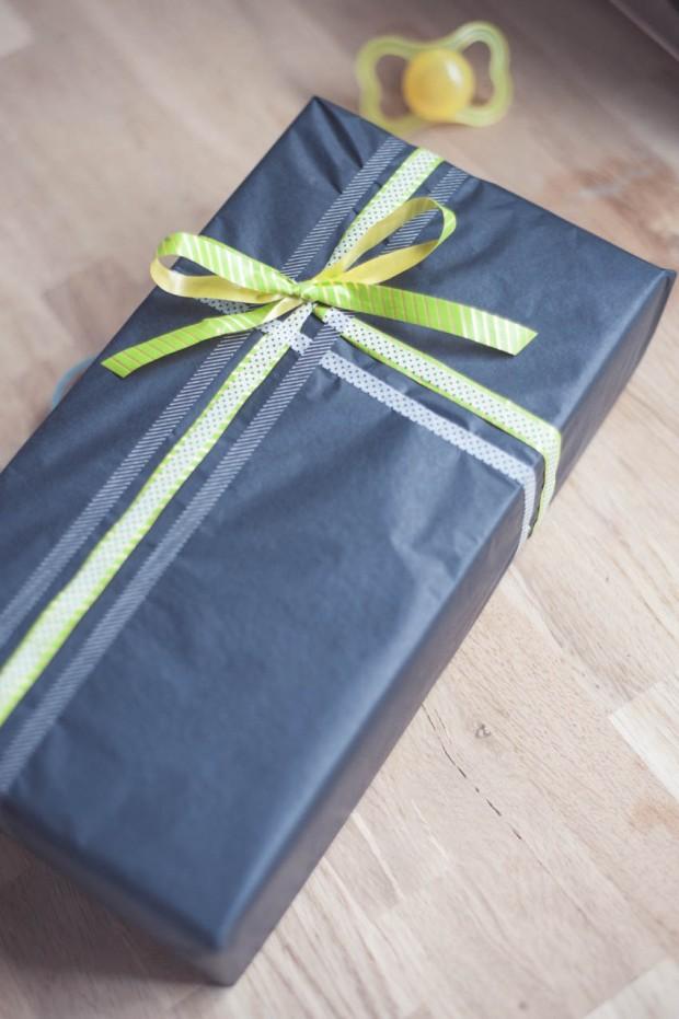 Silkkipaperi lahjapaperina ja mt-teippejä