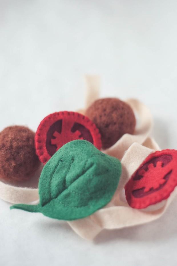 Leikkiruokaa - tomaatti lihapullapasta huovasta